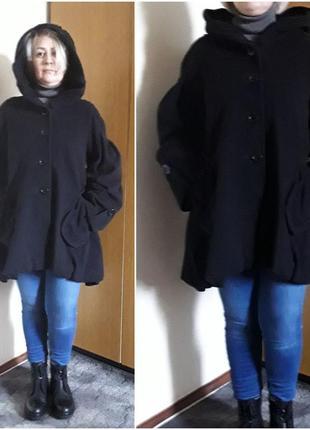 Кашемировое черное пальто с капюшоном