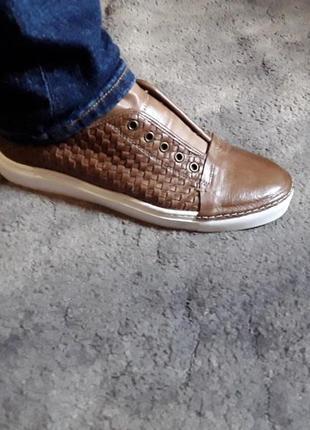 Летние кожаные плетеные туфли слипоны  макасины