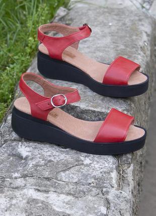 Кожаные красные босоножки 40 размер