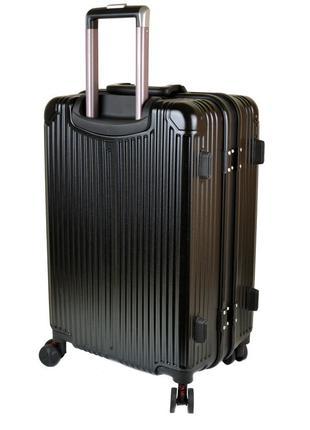 Пластиковый чемодан из ударопрочного abs пластика