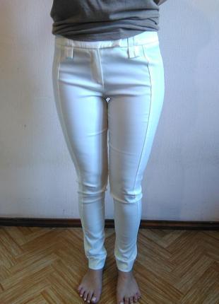 Белые штаны слим от  koan