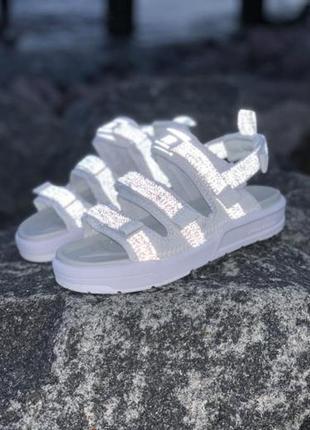 Женские рефлективные босоножки new balance ◈ сандалии белого...