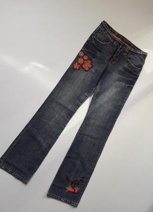 Тонкие джинсы с вышивкой