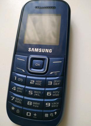 Телефон Samsung (кнопочный)