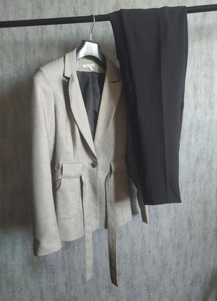 Костюм двойка с клетчатым пиджаком