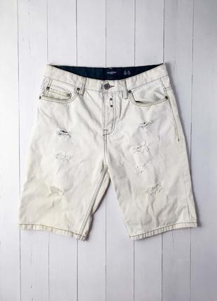 Мужские белые джинсовые шорты от известного бренда pull&bear.
