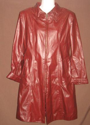Плащ женский кожаный. Оригинальный. Дешево Цвет -  красный.