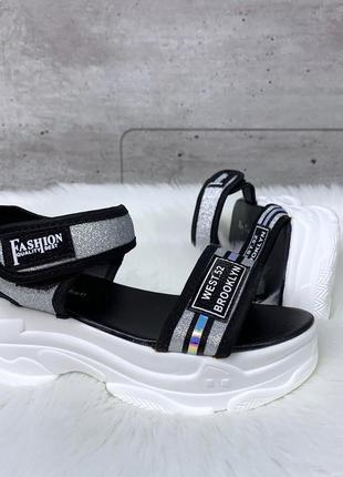 Серебристые спортивные босоножки,черно-серебристые босоножки н...