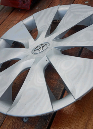 Колпак колеса Toyota Corolla