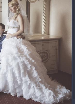 Свадебное платье со шлейфом размер с-м