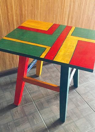 Приставной столик в стиле мемфис