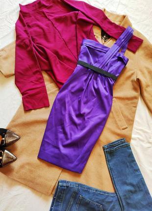 Фиолетовое платье коктейльное атласное футляр с чёрным поясом ...