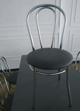 Комплект із шести крісел і одного стола