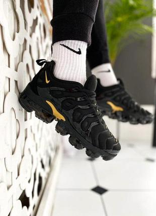 "Nike air vapormax plus ""black/gold"
