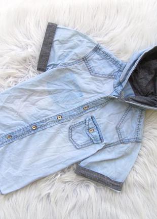 Стильная джинсовая рубашка с коротким рукавом и капюшоном denim
