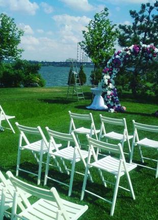 Аренда деревянных складных стульев белого цвета Днепр