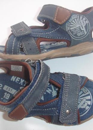 Фирменные next стильные джинсовые босоножки мальчику на 28 размер