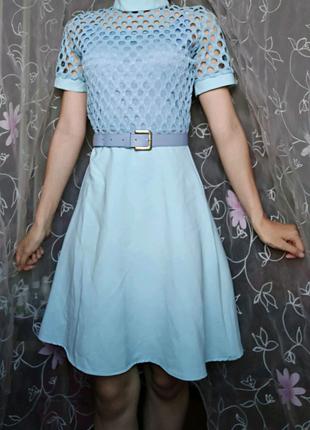 Нежно голубое платье с ремешком