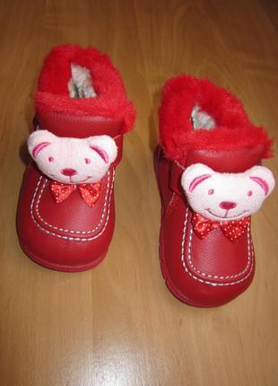 Красные кожаные ботиночки с мехом с медвежатами