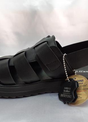 Комфортные кожаные сандалии чёрные на платформе bertoni