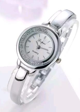 Красивые женские наручные часы с россыпью страз