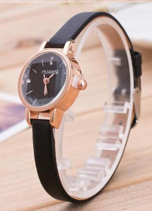 Элегантные черные наручные часы