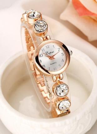 Красивые наручные женские часы