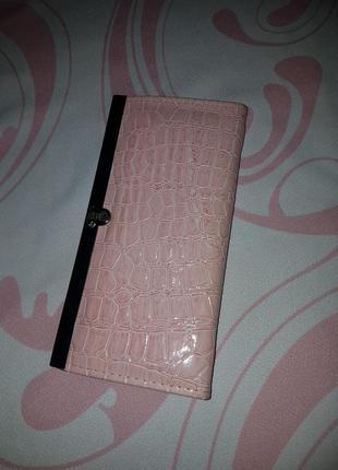 Красивый розовый кошелёк