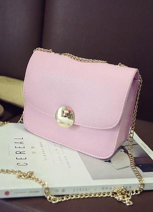 Маленькая розовая сумочка на цепочке