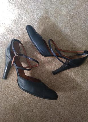Кожанные португальские туфли босоножки с тонкими ремешками на ...