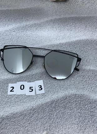Солнцезащитные очки цвет линз серый  к. 2053