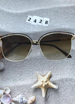 Трендовые солнцезащитные очки коричневые в золотой оправе  к. ...