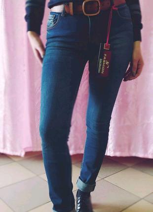 Женские стильные джинсы стрейчевые с поясом в комплекте