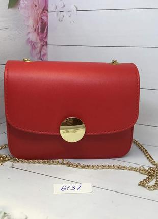 Маленькая красная женская сумочка на цепочке к. 6137