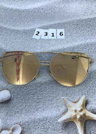Солнцезащитные очки цвет пудра в золотой оправе  к. 2316