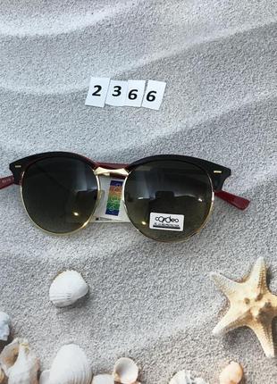 Модные черные круглые очки с золотой оправой и красными дужкам...