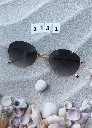 Солнцезащитные очки черные в золотой оправе  к. 2131