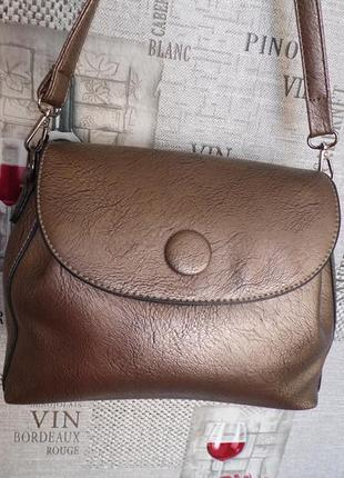 Модная женская сумка в золотистом цвете