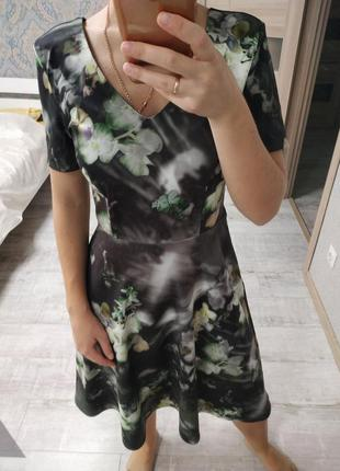 Красивое платье миди в цветы
