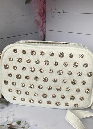 Белая женская сумочка не большого размера  к.6337