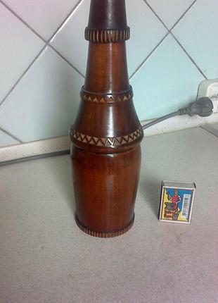 Деревянная бутылка ручной работы.
