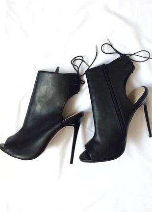 Туфли босоножки на шпильке