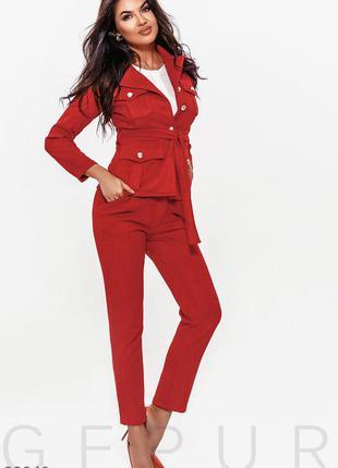 Шикарный красный замшевый брючный костюм на пышные бедра л-хл