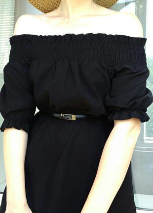 Платье с открытыми плечами под замш