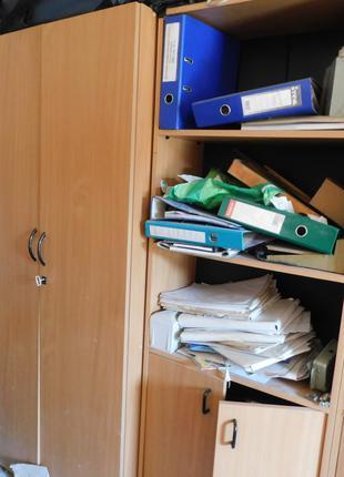 шкафи офісні