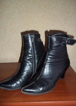 Женские кожаные ботинки 39