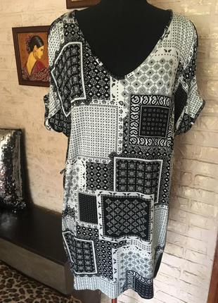 Блуза с вырезами на рукавах