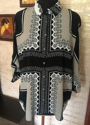 Блуза оверсайз с вырезами на рукавах