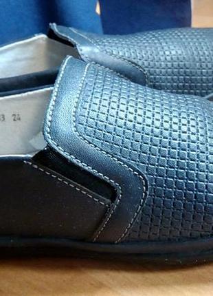 Классные кожаные туфли-мокасины в идеальном состоянии на мальчика
