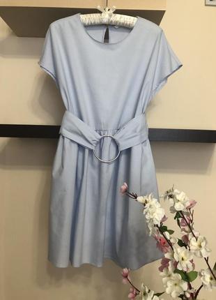Очень красивое короткое платье свободного кроя с поясом,